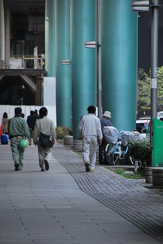 柱@東京駅下